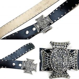 Cache size small women's black leather belt